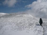 雪に埋もれた稜線.jpg